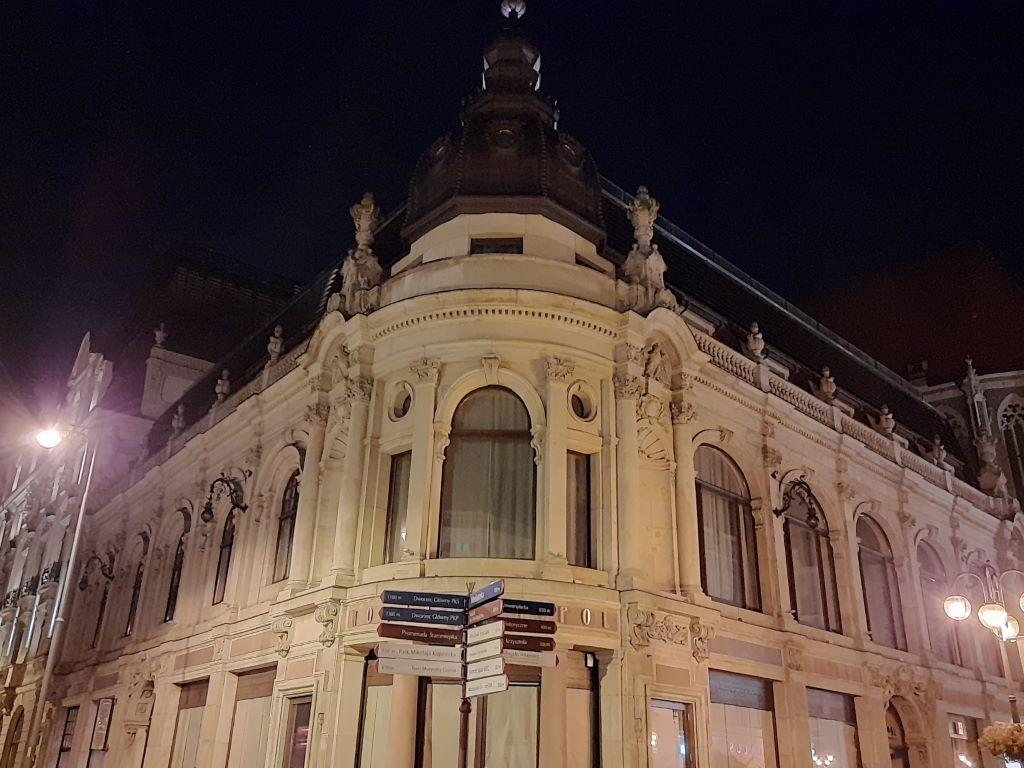 Zdjęcie hotelu Monopol w trybie nocnym