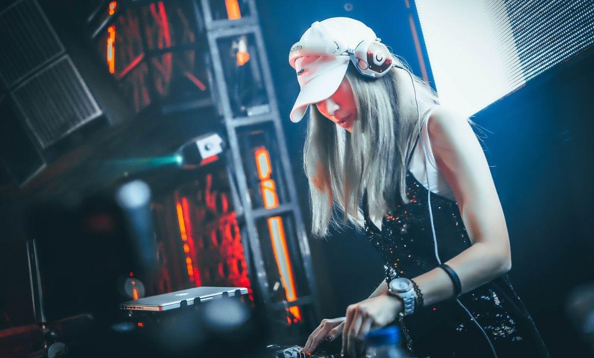 również dla kobiet bycie DJ-em jest hoppy bądź zawodem