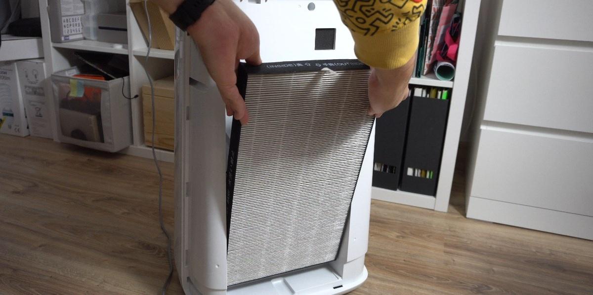 Wkładanie filtrów HEPA jest bajecznie proste