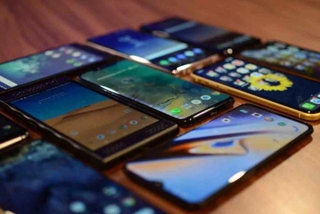 W 2020 roku na rynek trafi o 15 procent mniej nowych smartfonów