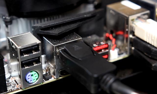 Karta graficzna z koparki  - HDMI i DisplayPort