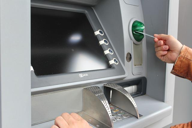 Bankomat pozwalał wybierać kwoty bez zobowiązań