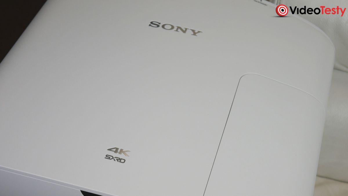 Sony VPL-VW570ES od góry