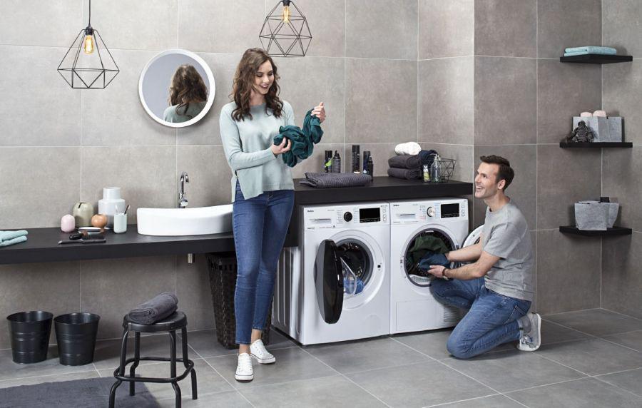 domowa pralka z dwoma nowoczesnymi pralkami