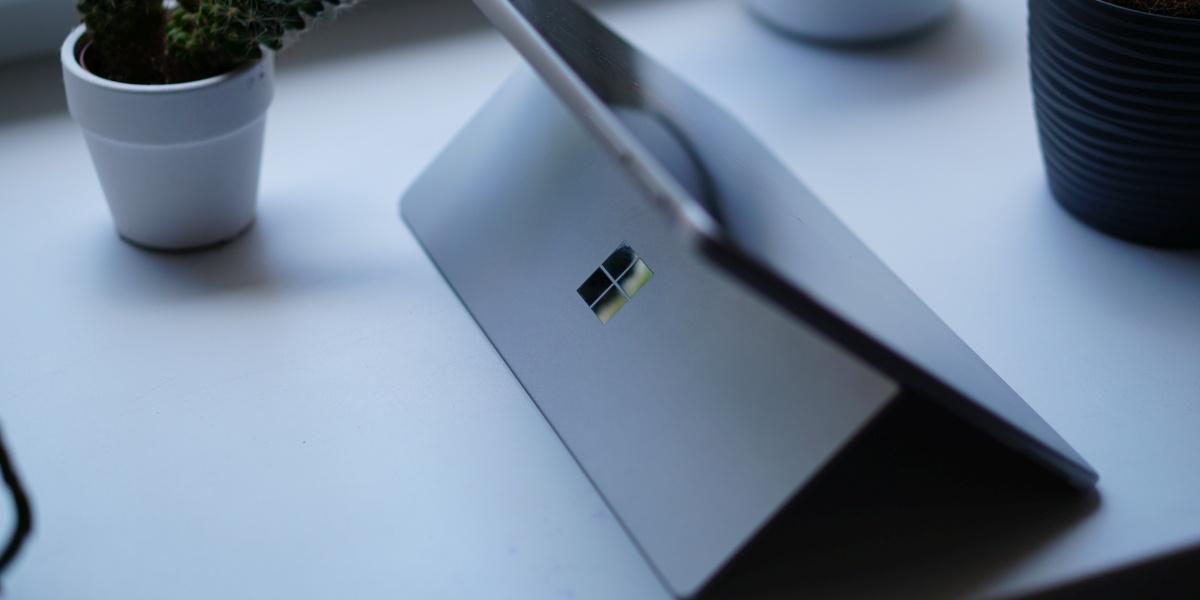 Surface Go 2 to urządzenie eleganckie, ale przez to pozbawione mocy
