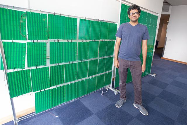 Venkat Arun, autor konstrukcji przy ścianie z 3000 anten