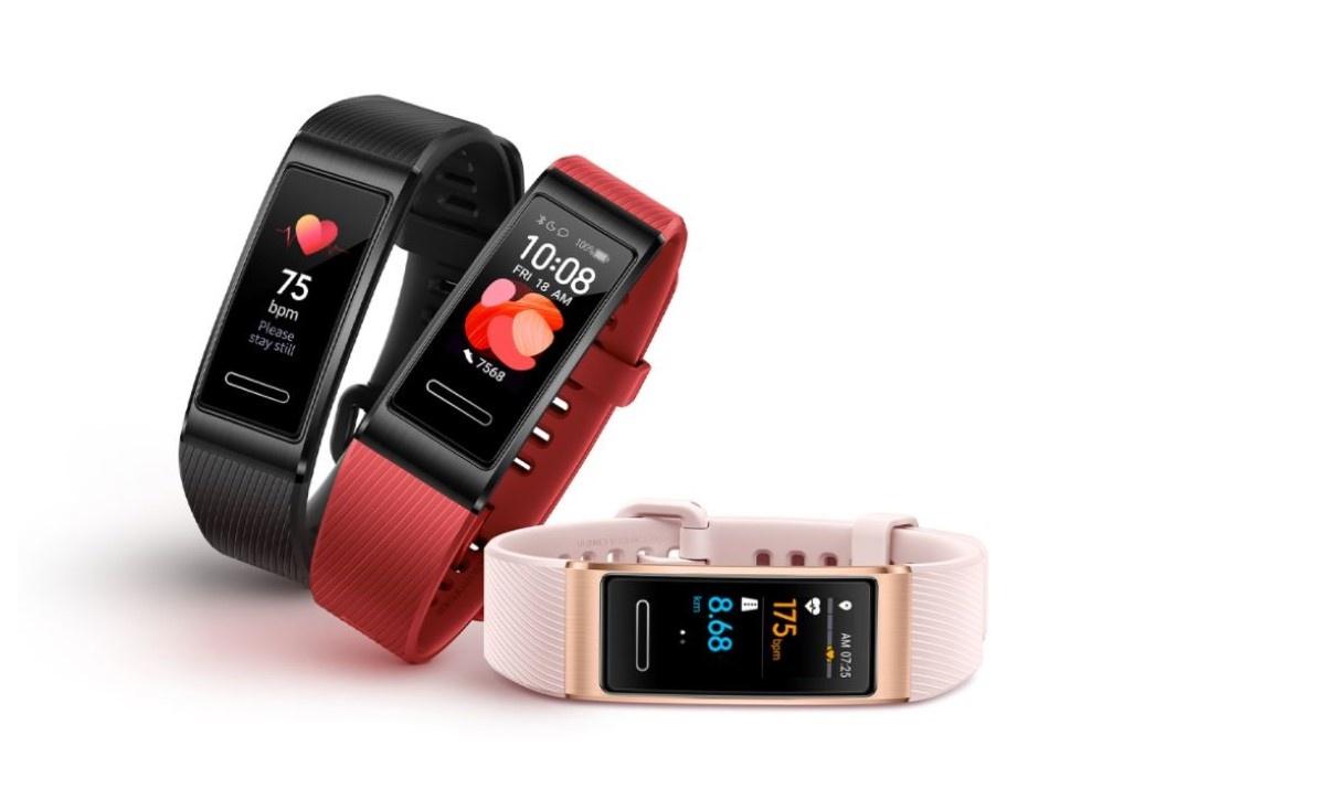Smartband Huawei Band 4 Pro w 3 kolorach na białym tle