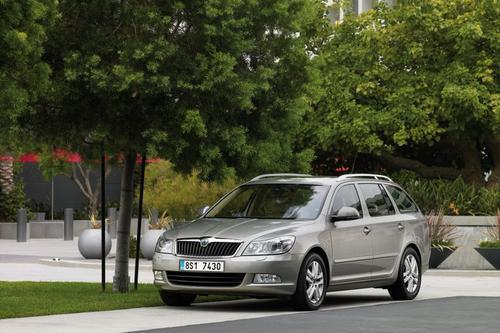 Skoda Octavia Kombi 1,6TDI CR DPF (105KM) A7 DSG Elegance 5d