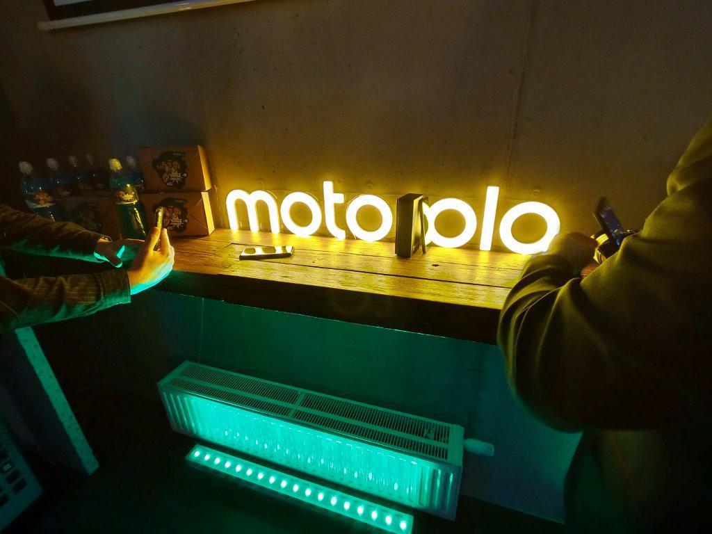 Motorola Moto g8 Power obiektyw szerokokątny w trudnych warunkach