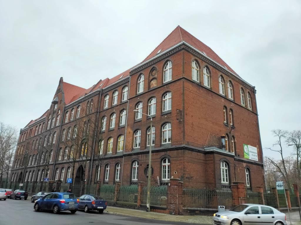 Zdjęcie budynku w trybie olśniewającego koloru