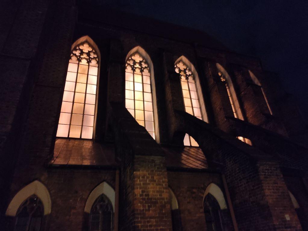 POCO X3 NFC - kościół w trybie automatycznym nocą