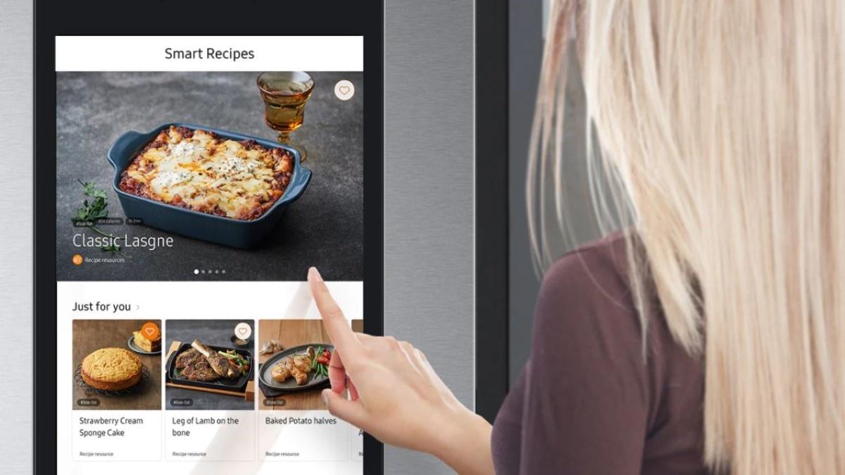 Multimedialna lodówka Samsung Family Hub – połącz się z internetem i korzystaj z podpowiedzi lodówki, by przygotować pyszny posiłek.