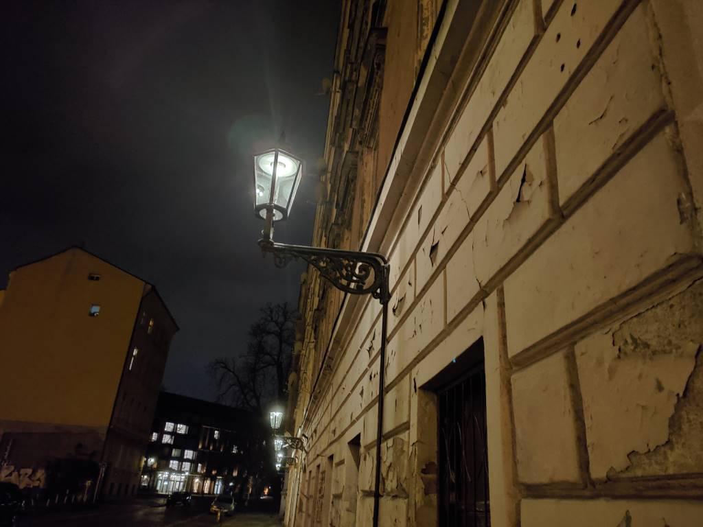 Asus ROG Phone II - zdjęcie lampy w trybie nocnym