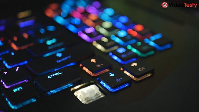 MSI GT75VR - podświetlana klawiatura mechaniczna