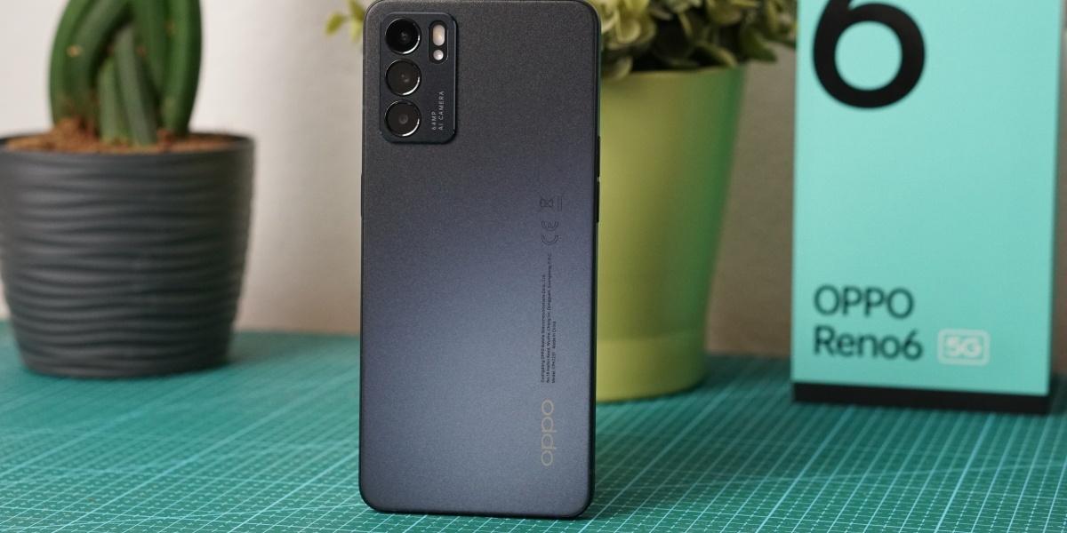 OPPO Reno6 5G mieni się w wielu odcieniach, w tym odcieniu pieniędzy