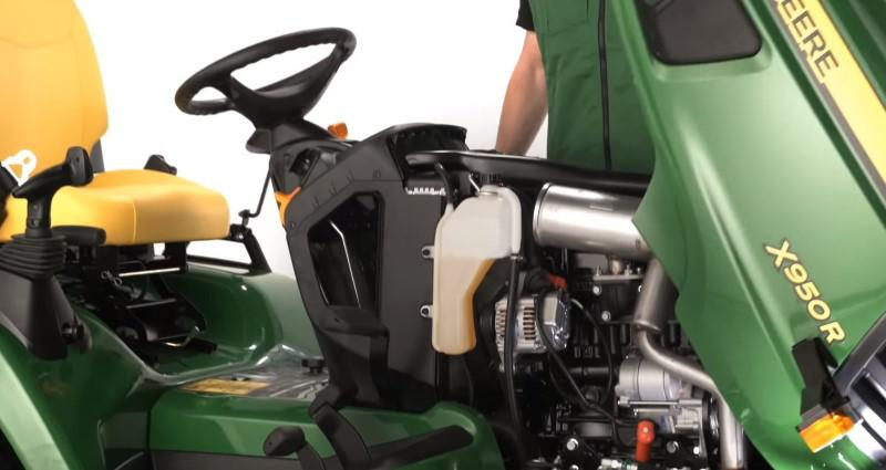Trzycylindrowy silnik traktorka John Deere
