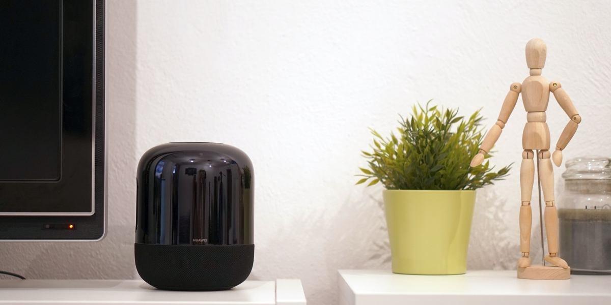 Huawei Sound X prezentuje się dobrze w nowoczesnym salonie