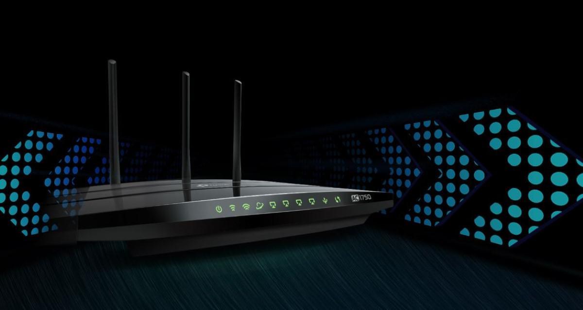 TP-Link Archer C7 router na czarnym tle