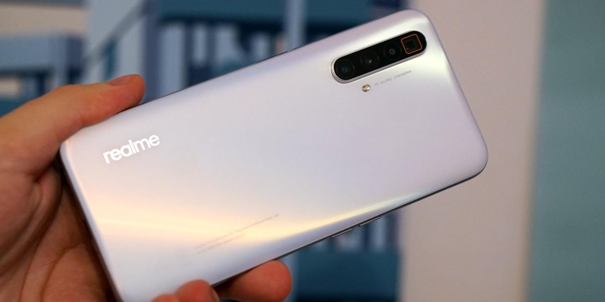 Smartfon do 2500 zł może być okrojony z kilku funkcji