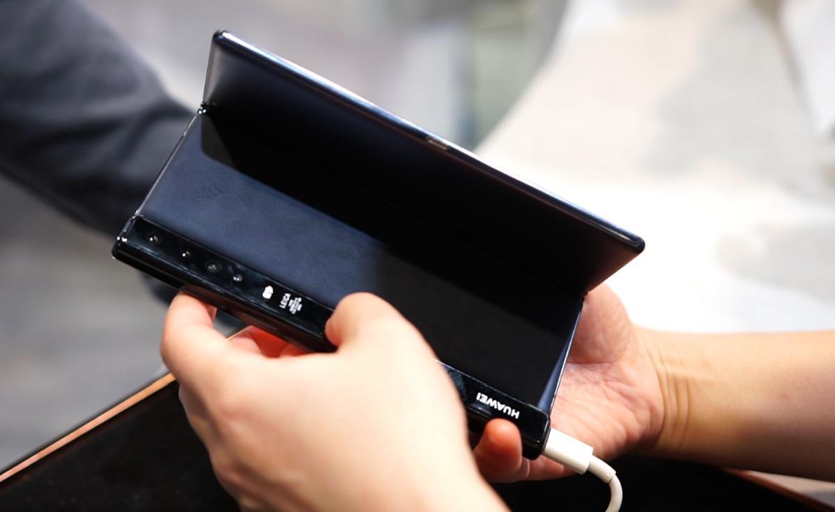 Mate X od Huawei składa się do środka