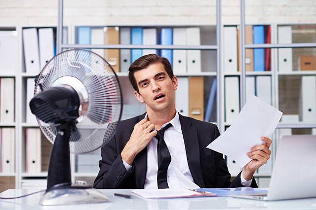 jak radzić sobie z upałem w biurze?