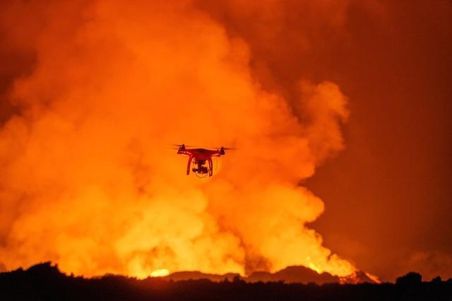 Erupcja Wulkanu z Perspektywy Drona