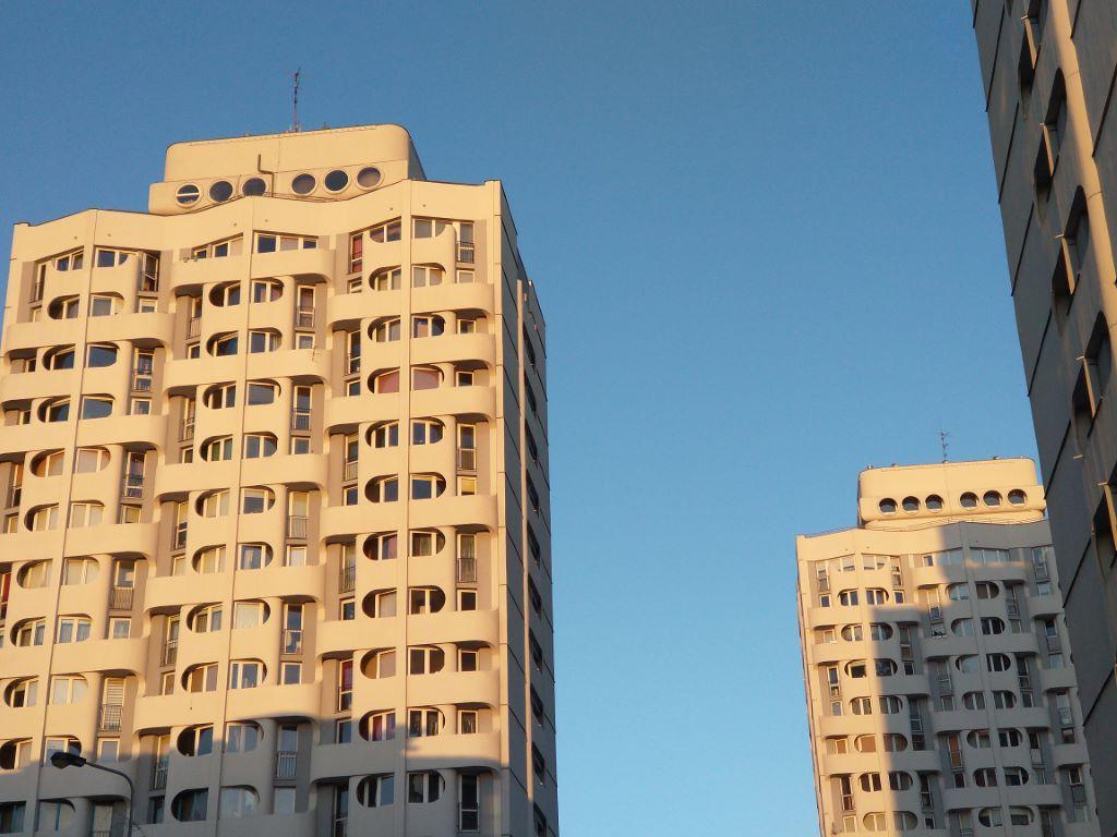 Motorola zoom 2x - detal budynku