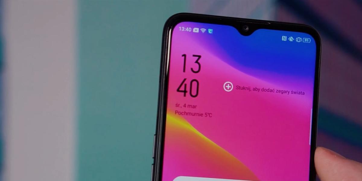 Oppo A5 2020 jest smartfonem kontrastów