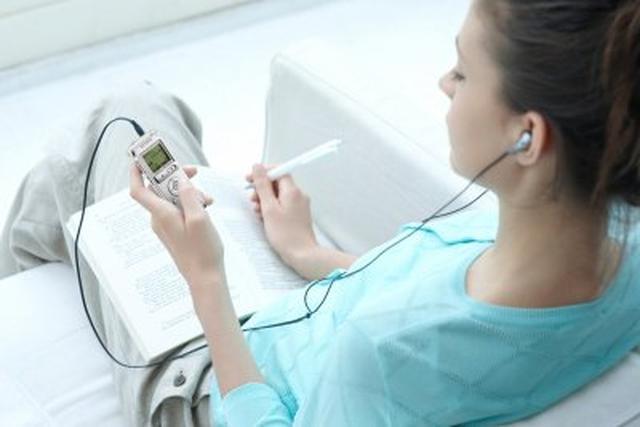 Sony prezentuje kolorowe dyktafony cyfrowe z funkcją odtwarzacza MP3