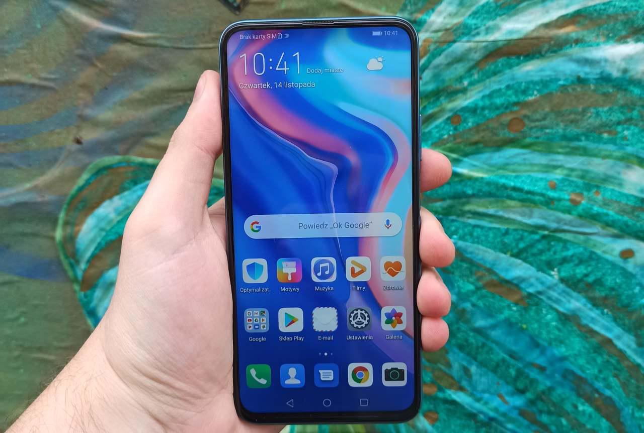 Huawei P Smart Pro z przodu jest wypełniony ekranem
