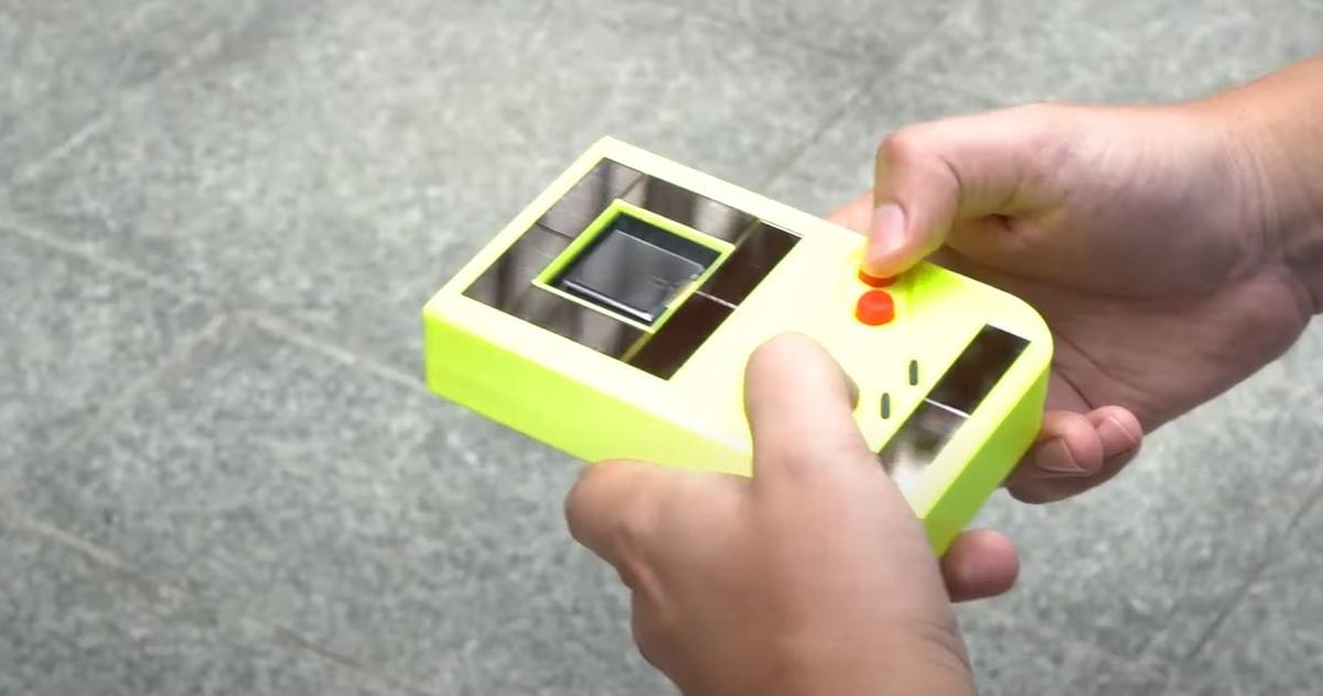Engage, czyli Gameboy na energię słoneczną
