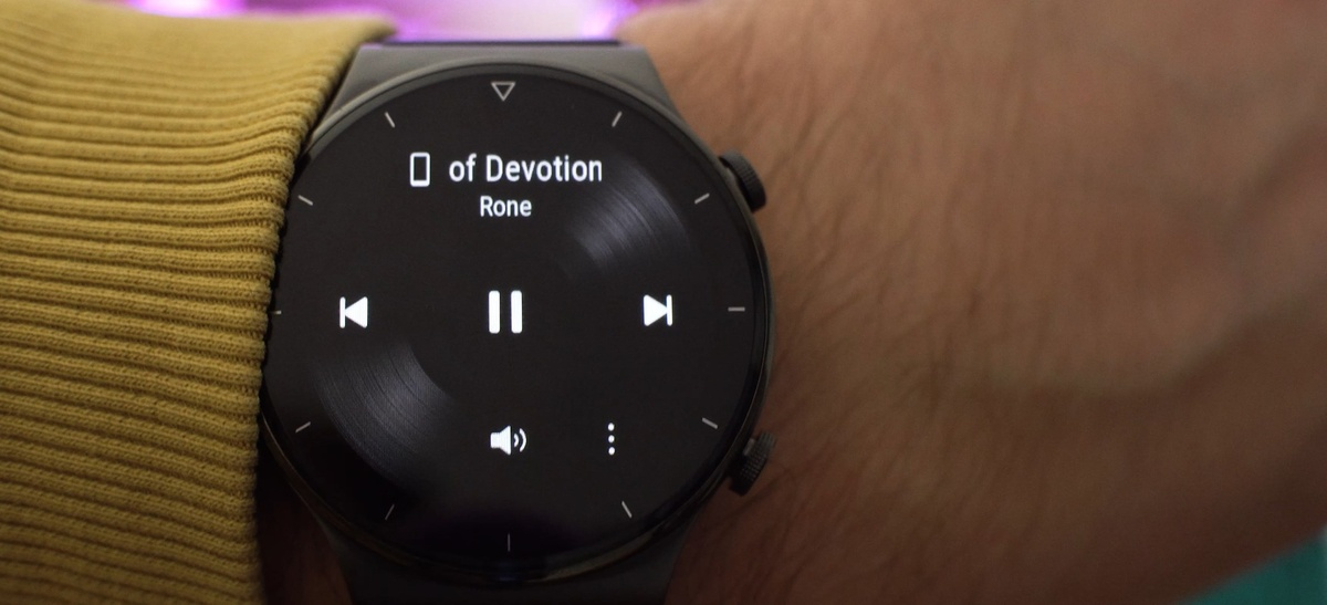 Huawei Watch GT 2 Pro może odtwarzać zapisaną muzykę
