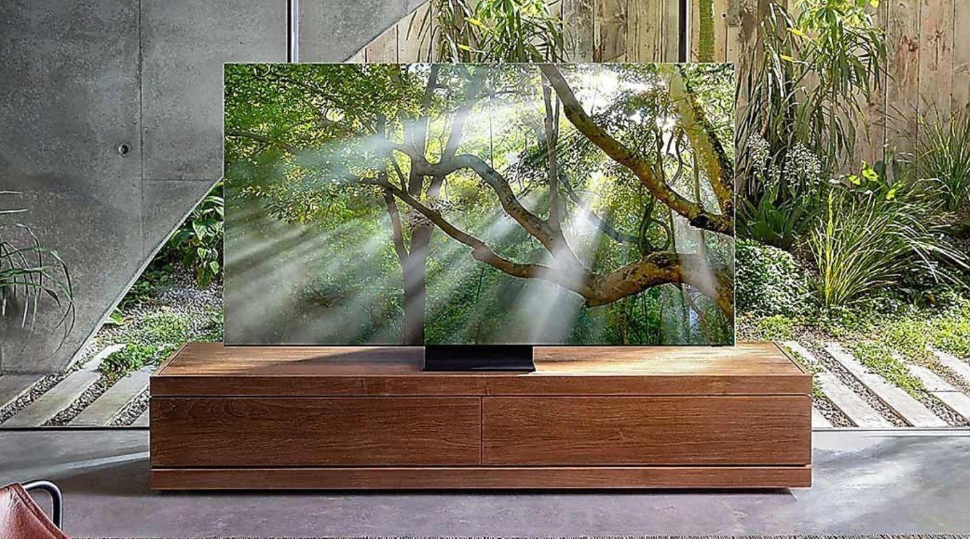 realistyczny obraz na dużym telewizorze 8k samsung