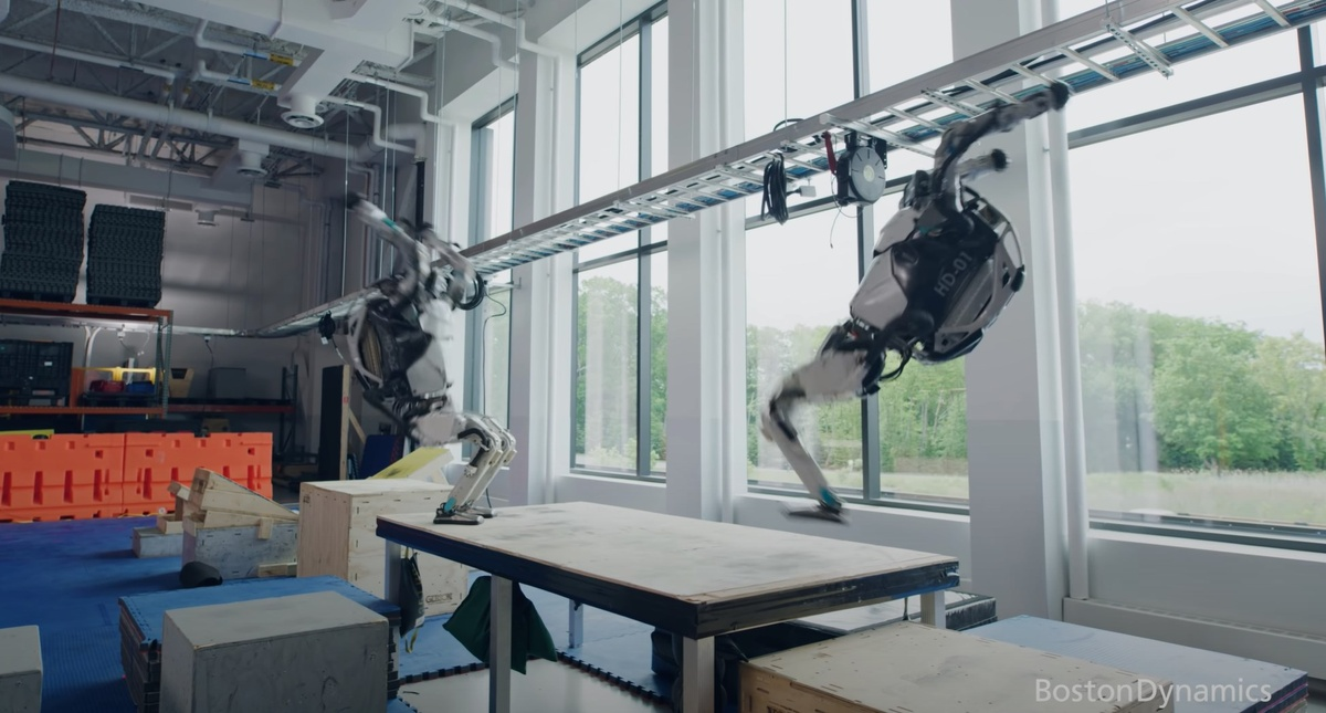 Robot Atlas potrafi zrobić salto