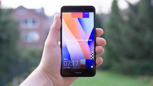 Huawei obiecuje aktualizacje nawet dla starszych modeli (Zdjęcie: Alex Fu)