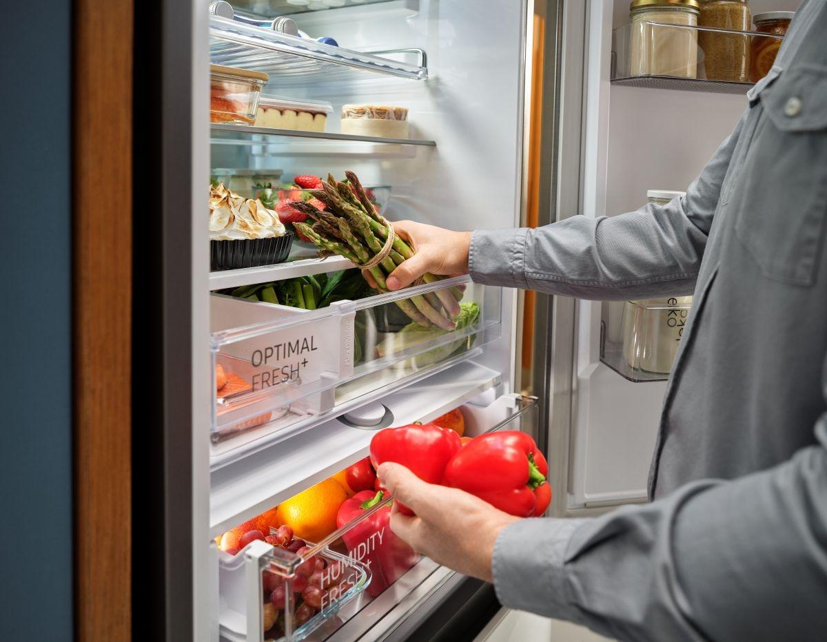 Innowacyjne technologie lodówek Samsung, takie jak szuflady Humidity Fresh+ i Optimal Fresh+, pozwolą Ci przechowywać świeże produkty dłużej, zapewniając optymalne warunki.