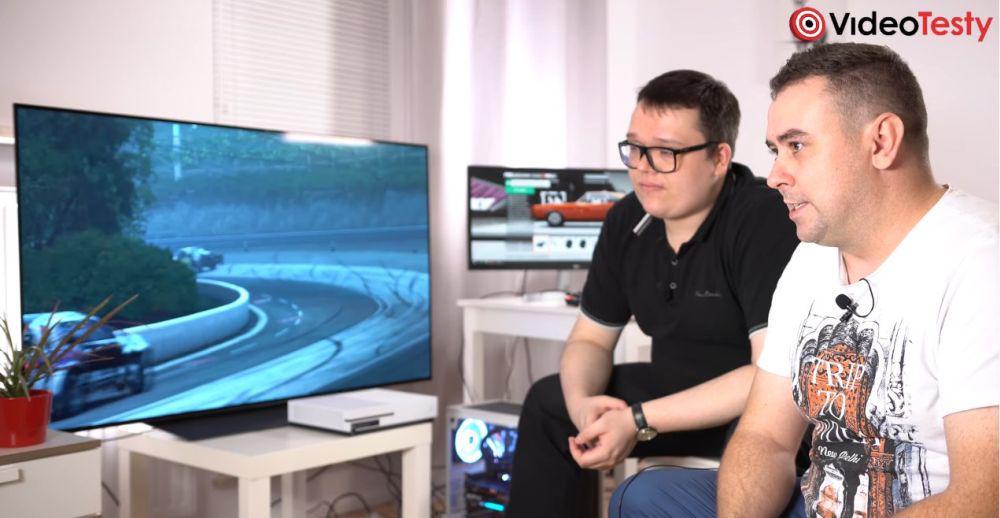 porównujemy duży telewizor do gier z monitorem