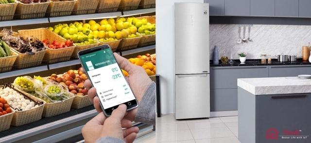 Rozwiązania ThinQ w lodówce LG pozwalają ustawić chłodzenie w trakcie zakupów
