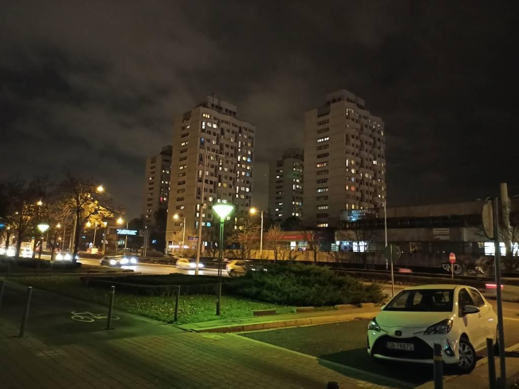 Redmi Note 8 Pro - zdjęcie sedesowców nocą w 64 MPix