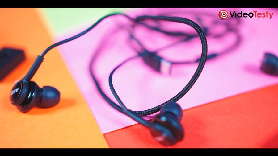 Słuchawki AKG to Samsungowy standard - grają dobrze jak na startery