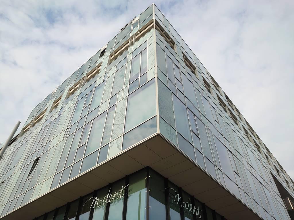 Sony Xperia 5 - zdjęcie budynku w trybie HDR