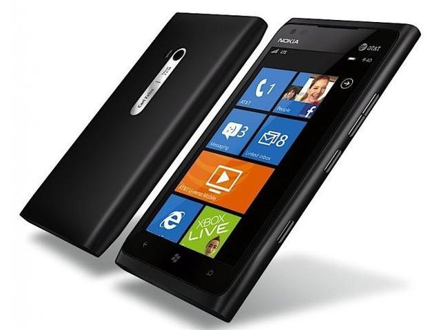 Nokia Lumia 800 kontra scyzoryk