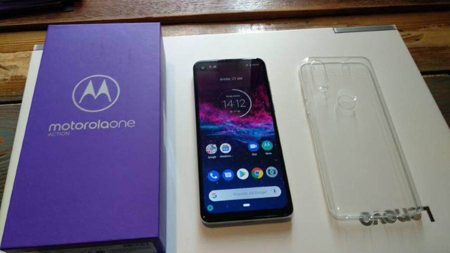 Motorola na start dołączyła silikonowe etui