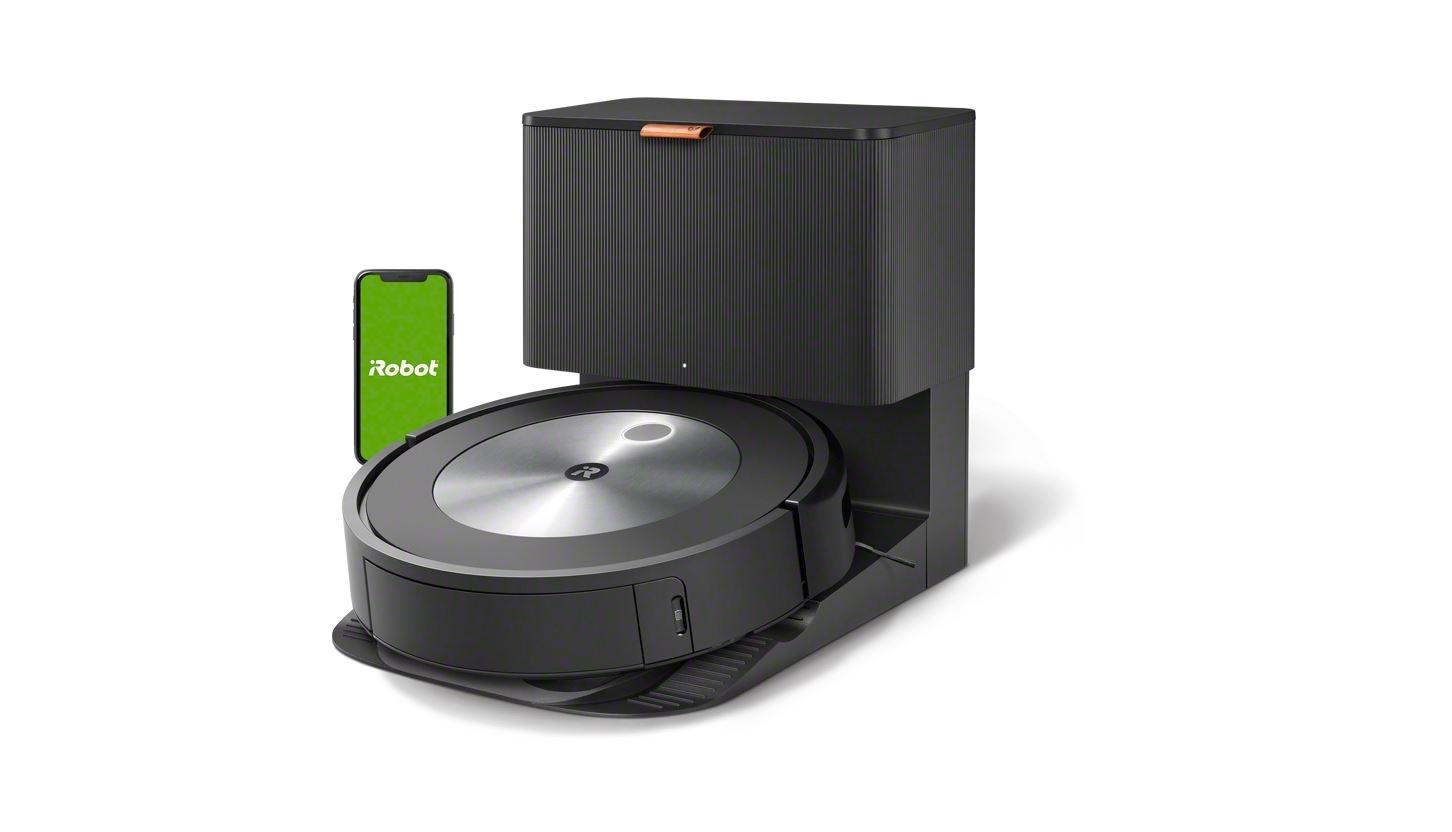 iRobot Roomba J7 przy stacji