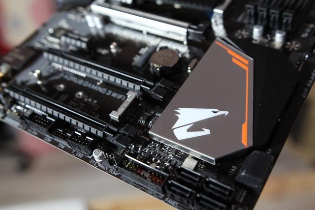Gigabyte Aorus B360 Gaming 3 WiFi - sloty PCI-E