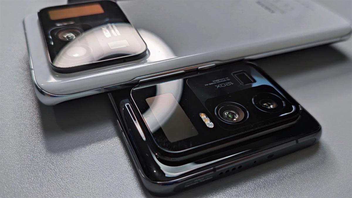 Xiaomi Mi 11 Ultra z ekranem w wyspie aparatów. Źródło: Tech Buff PH