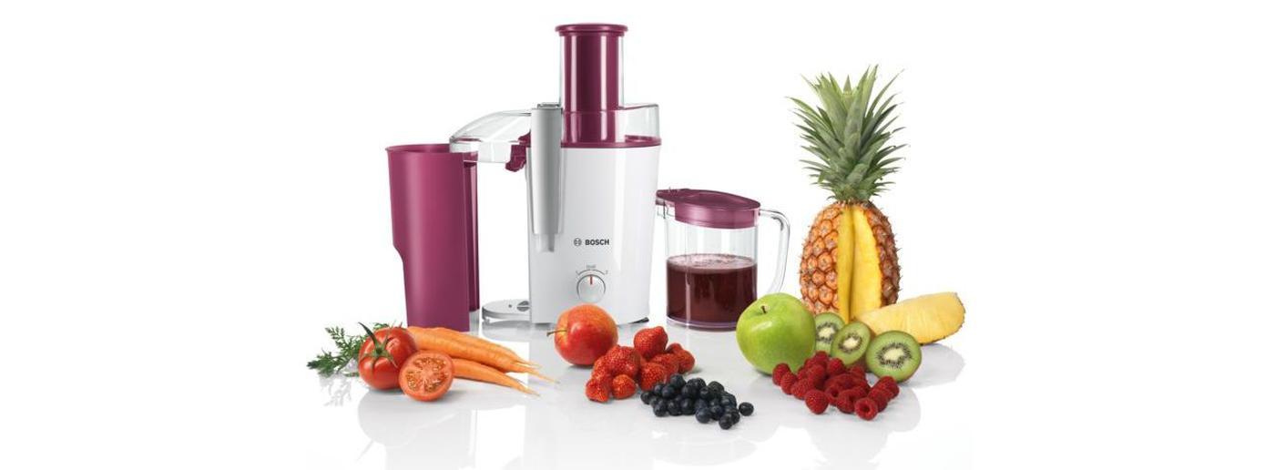 sokowirówka marki Bosch z owocami i warzywami