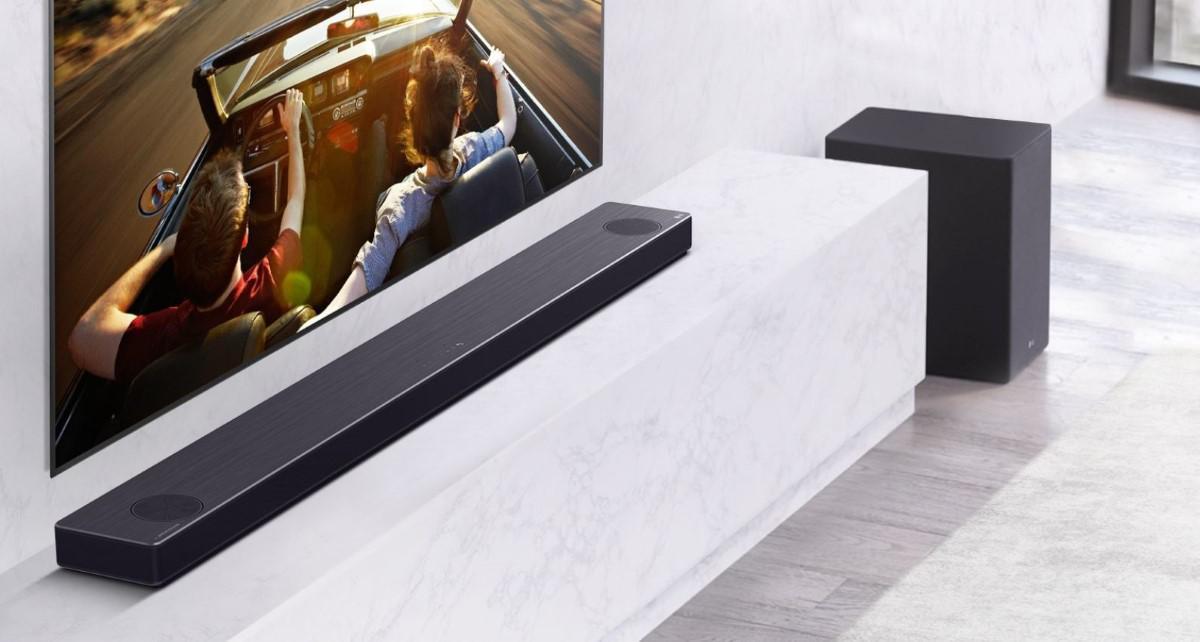 Soundbar z nowej linii produktowej LG w salonie