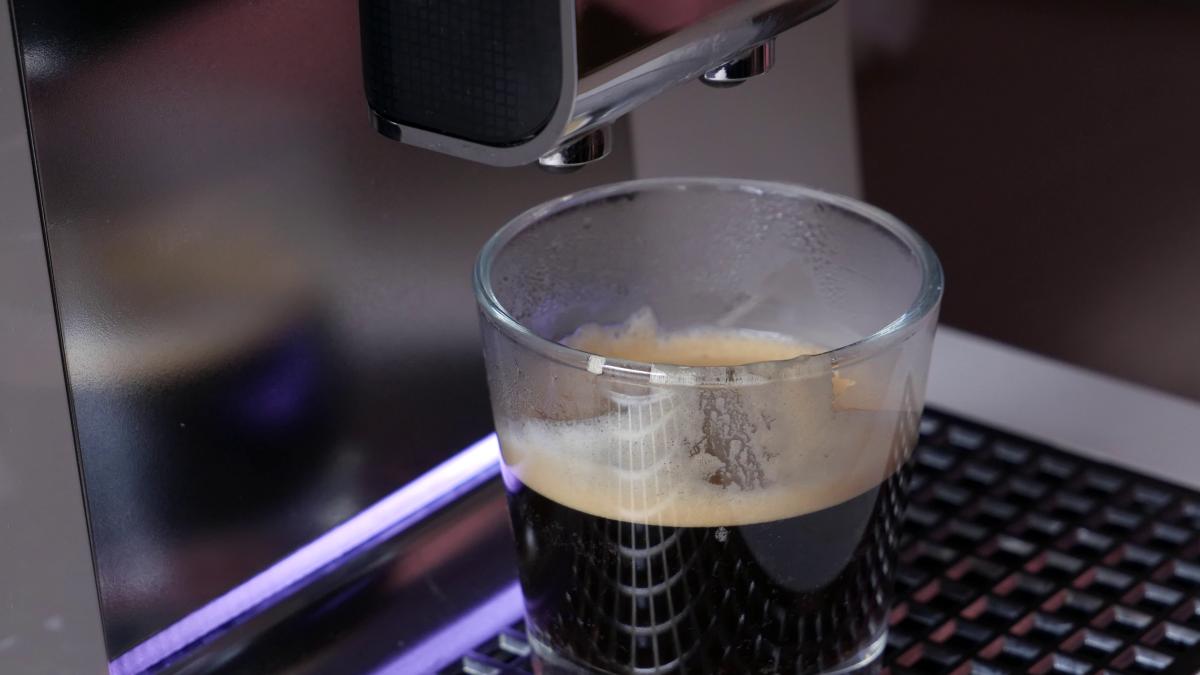 Kawa i podświetlenie przy ekspresie Krupsa