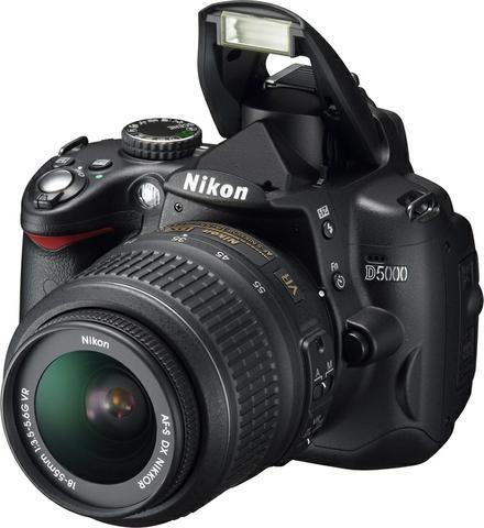 Nikon D5000 + 18-105 VR kit